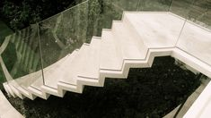 Post tension floating staircase in Portland stone © The Stonemasonry Company - www.thestonemasonrycompany.co.uk