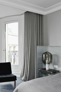 I just discovered the architect Tristan Auer. A french architect who really hits the spot wen it comes to the most hyped interior trend right now – Soft Minimalism. This residence has a cold yet warm colour scale and not fuss just a few but perfect selected furniture. See more of his work here.