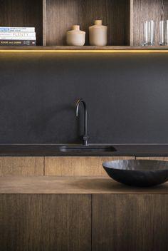 studio k I doorzonwoning heverlee I totaalrenovatie + inrichting woning en buitenruimte I detail keuken, eikfineer wengé gebeitst, zwarte marmer zimbabwe, black marble