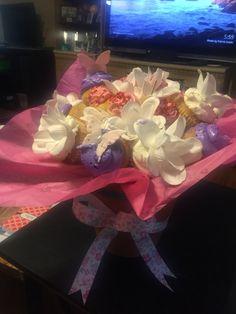 Cupcake bouquet using walmart cupcakes