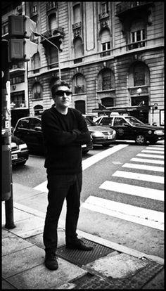 Daniel Melero    http://www.rocanrol.cl/2011/04/entrevista-daniel-melero-%E2%80%9Csoy-una-persona-que-escuchando-musica-termino-haciendola%E2%80%9D-parte-i/#