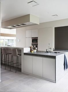 1000 images about keukens on pinterest met kitchens and google - Keuken met centraal eiland en bar ...