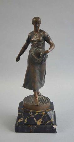 Adolf Müller-Crefeld (Krefeld 1863 - ? Berlin)Säende junge Bäuerin, Bronze, braun patiniert, zyli — Skulpturen, Plastiken, Installationen, Bronzen, Relief