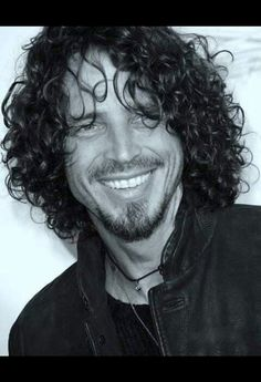 Chris Cornell at the 2009 Musicares Person of the Year Gala. Los Angeles Convention Center, Los Angeles, CA. Hairstyles For Teenage Guys, Popular Hairstyles, Short Hairstyles, Chris Cornell Thank You, Say Hello To Heaven, Hot Guys, Hot Men, Most Beautiful Man, Beautiful Smile