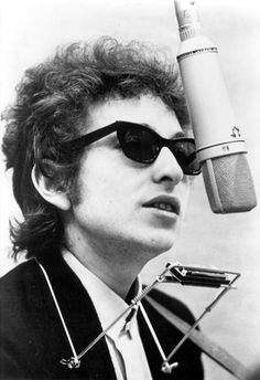 Bob Dylan took up residence at the WSH twice. Once, in 1961 and again in 1964 when he shared room 305 with Joan Baez.