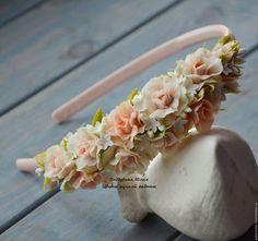 Купить или заказать Ноктюрн (обруч) в интернет-магазине на Ярмарке Мастеров. Очень нежный, романтичный обруч с розочками персиковых оттенков и оливковой зеленью. Шикарное украшение на любое торжество, Отлично смотрится как свадебный аксессуар. Оригинальный, неповторимый подарок. ________________________________________ Ознакомьтесь с правилами моего магазина www.livemaster.ru/viewpolicy.php Подпишитесь на новинки моего магазина ('добавить в круг' слева под моим фото).