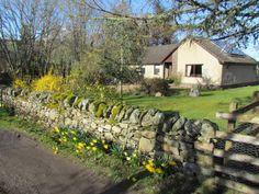 larachmhor-highland-perthshire-exterior-with-garden-wall