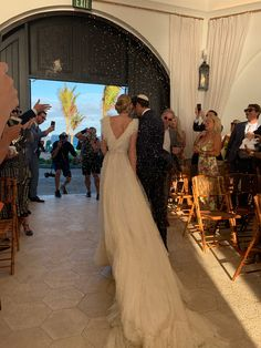 Selby Drummond Wore Couture Giambattista Valli to Her Anguilla Wedding - Vogue Sexy Wedding Dresses, Wedding Gowns, Valentino Dress, Giambattista Valli, Beautiful Gowns, Maid Of Honor, Mermaid Wedding, Wedding Photography, Glamour Photography