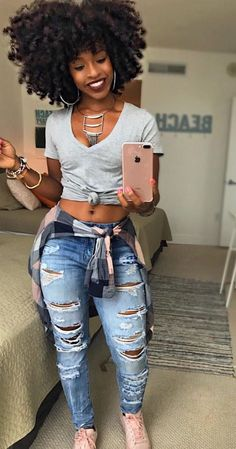 48 Crop Shirts For Your Perfect Look This Winter Black girl fashion Curvy Girl Outfits, Hip Hop Outfits, Cute Outfits, Curvy Girl Style, Black Girls Outfits, Black Girl Style, Hipster Outfits, Jean Outfits, Work Outfits