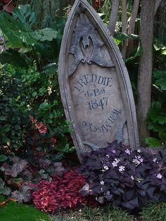 Haunted Mansion Queue pet cemetery gardens