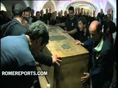 First images of John Paul II being moved from the grottoes - YouTube