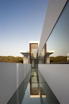 Casa Vale do Lobo, Portugal designed by Vasco Vieira of Arqui+  Arquitectura.