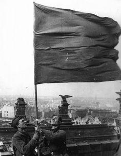Знамя Победы. 30 апреля 1945 года. The Banner of Victory. April 30, 1945.