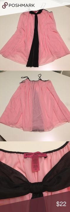 Betsey Johnson Intimates Night Gown Ladies 2X Betsey Johnson Intimates night gown. Super cute pink with a black bow and adjustable straps. Used but in good condition! 💓 Betsey Johnson Intimates & Sleepwear Pajamas