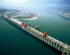 La mayor represa: En 2016 también logró China acabar una de las mayores obras civiles del mundo: es la famosa presa de las Tres Gargantas, que está considerado el mayor proyecto hidroeléctrico del mundo. Se han tardado 23 años en completar el proyecto. El objetivo era suministrar electricidad a la zona de Shanghai pero también controlar las crecidas del río Yangtsé, el mayor de Asia.