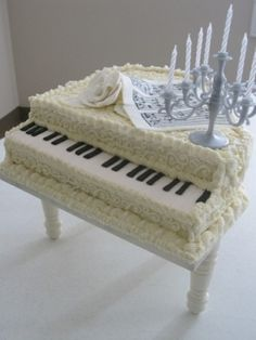 White Piano Cake with Candelabra . For your next piano recital celebration. Gorgeous Cakes, Pretty Cakes, Cute Cakes, Yummy Cakes, Amazing Cakes, Piano Cakes, Music Cakes, Crazy Cakes, Fancy Cakes