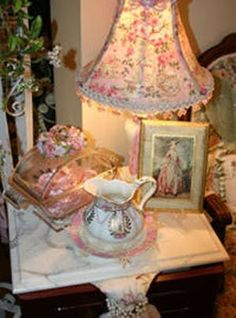 Decorate a Luxurious Victorian Bedroom on a Budget: Accessories