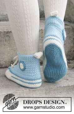 Let's Walk – free crochet slipper pattern by DROPS design. Let's Walk – free crochet slipper pattern by DROPS design.Crochet slippers for Easter in DROPS Nepal. Crochet Boots, Crochet Clothes, Drops Design, Converse En Crochet, Free Crochet, Crochet Baby, Hand Crochet, Knitting Patterns, Crochet Patterns