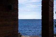 Sauna ja saunatupa Helsingin saaristossa Modern Log Cabins, Outdoor Sauna, Beach House, Houses, Dream Homes, Mini, Summer, Ideas, Landscaping