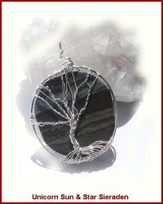Tree of life Wire hanger € 14,50 HH06055 Eigen design en handgemaakt Prachtig mooi gelaagde edelsteen schijf. Zoveel mooier dan op de foto! Afmeting van de steen is circa 4 cm x 3 cm. https://www.facebook.com/unicornsieraden/#