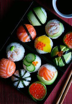 Temari Sushi - OMG it looks like little sushi cupcakes? ★ Finde die p. - E) - Bento Cute Food, Good Food, Yummy Food, Sushi Cupcakes, Temari Sushi, Sashimi, Aesthetic Food, Food Inspiration, Tapas
