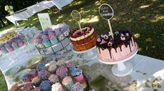 Vintage Wedding: Cake table