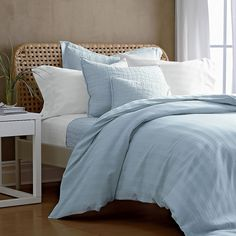 Pretty, subtly striped duvet cover.