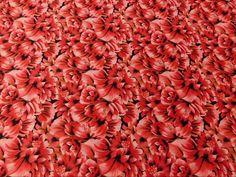 Sarja Estampado Floral Rosas Vermelhas disponível em nossa loja ! Em até 6x sem juros e enviamos para todo Brasil, aproveite !  https://www.luematecidos.com.br/sarja/sarja-estampado-floral-rosas-vermelhas.html