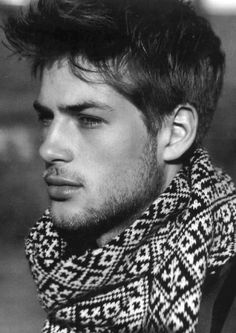 Lately I have been obsessed with scarfs and I need to add this one to my collection