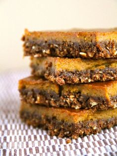 Gingerbread Pumpkin Bars - A gluten-free snack bar that combines the spiciness of gingerbread with the classic taste of pumpkin pie.