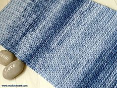 Free pattern - DIY crochet rug. A perfect way to crochet square rug or square baskets bases. Made of T-Shirt yarn - Trapillo