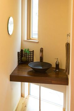 【洗面カウンター】小さな和風の洗面台。 木製カウンターと陶器のボールが良く似合います。|おしゃれ|かわいい|造作洗面|洗面室|洗面台|洗面ボウル|