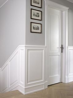 A stylish wainscot like from iconic New York apartments. Home Room Design, Home Interior Design, Interior Architecture, House Design, Flur Design, Hallway Inspiration, Hallway Designs, Home Upgrades, Painted Chairs
