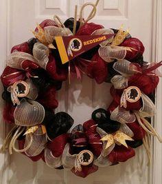Redskins Wreath, Redskins Fans, Football Wreath, Football Crafts, Fall Football, Football Season, Garland Ideas, Wreath Ideas, Creative Ideas
