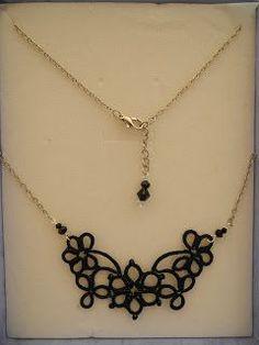 CCHIAC-01 - decoro in filo cotone nero con perline e Swarovsky, catenella color argento, chiusura in argento con ciondolo. CCHIAC-...