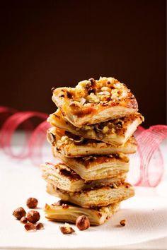 Voitaikina saa ylleen omenahilloa, sinihomejuustoa ja pähkinöitä. Pähkinäiset homejuustopalat maistuvat niin vaalean kuin tumman glögin kera!