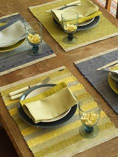Hand Woven Multicolor Linen Placemat--they don't have to match, just coordinate! Weaving Loom Diy, Weaving Art, Hand Weaving, Tapestry Weaving, Weaving Designs, Weaving Projects, Weaving Patterns, Yellow Placemats, Linen Placemats