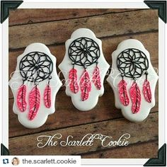 I can't wait to see the full set of cookies by @the.scarlett.cookie. She's giving us a sneak peak with these dream catchers. ・・・ A preview of a fun set! Sometimes you just need some dream catcher cookies with glow in the dark feathers. Stay tuned! Rolkem Lumo from @howsweetisthat #thescarlettcookie #royalicing #customcookies #dreamcatcher #rolkemlumo #cookier #cookieartist #cookiedecorating #sugarcraft #cookiesofinstagram #cookies