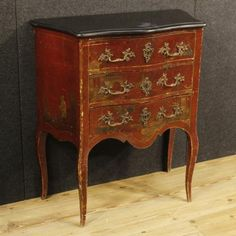 1250€ French lacquered and painted chinoiserie dresser. Visit our website www.parino.it #antiques #antiquariato #furniture #lacquered #antiquities #antiquario #comò #commode #dresser #chest #drawer #golden #gold #decorative #interiordesign #homedecoration #antiqueshop #antiquestore #lacquered #painted #chinoiserie