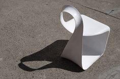 takeshi miyakawa curves ribbon-like mobius chair - designboom | architecture
