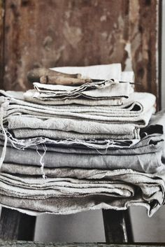 roughness of old textiles by Debi Treloar from the book The Natural Home Linen Pillows, Linen Fabric, Linen Bedding, Gray Fabric, Bed Linen, Lino Natural, Natural Linen, Boho Chic, Shabby Chic