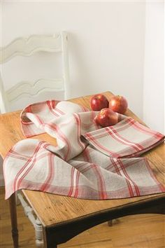 """These cheery towels will brighten up any kitchen! Click to download free instructions to weave Rita Hagenbruch's """"Happy Shuttle and Stars Linen Towels"""""""
