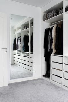 Kleidung / Schrank - Apt - - Make up ideen - Clothing / closet - Apt - - Make up ideas - Closet Bedroom, Bedroom Storage, Home Bedroom, Closet Mirror, Kids Bedroom, Master Bedroom, Walk In Closet Design, Closet Designs, Wardrobe Organisation