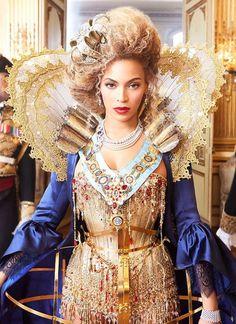 Esta fotografia de Annie Leibovitz, retrata a cantora Beyoncé caracterizada com acessórios e vestuário que remonta ao Barroco. A gola isabelina ou de rufus em renda dupla que contorna apenas a parte de trás do pescoço, o farthingale cónico, as pérolas, a renda nos punhos, o cabelo volumoso, o corpete cingido ao tronco e acessórios, como a coroa, dispostos assimetricamente, são alguns dos aspectos mais característicos.