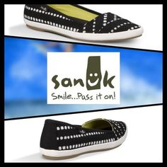 [SANUK] KAT PROWL CANVAS FLATS Size--6 With Tags $65 Retail + Tax   *Washed Canvas   *Sleek pointed toe *Easy slip-on *Premium, molded EVA footbed  *Arch support *Rubber outer-sole *Runs-according to reviews about 1/2 size large   2+ BUNDLE=SAVE  ‼️NO TRADES--NO HOLDS--NO MODELING   Brand Items Authentic   ✈️ Ship Same Day--Purchase By 2PM PST    USE BLUE OFFER BUTTON TO NEGOTIATE  ✔️ Ask Questions Not Answered In Description--Want You To Be Happy Sanuk Shoes Sneakers