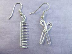 hairdresser's earrings wire wrapped scissors comb by Wire Jewelry Earrings, Girls Earrings, Diy Earrings, Wire Wrapped Jewelry, Beaded Jewelry, Jewellery, Wire Crafts, Jewelry Crafts, Handmade Jewelry