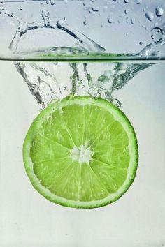 splash of lime by Lena Ivanova, via Fruit Photography, Macro Photography, Creative Photography, Fruit Splash, Images Instagram, Orange Aesthetic, Beautiful Fruits, Green Wallpaper, Foto Art