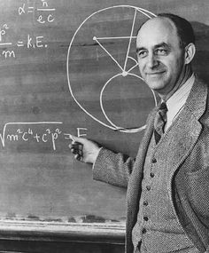 Enrico Fermi, il scienzato italiano che ha inventato la pila atomica nel 1942.