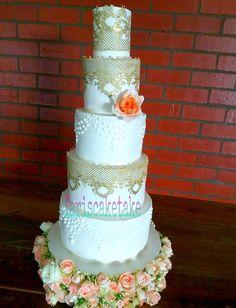 Modern Cakes | Fari's Cake Take