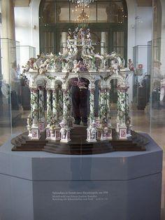 Porcelain love temple by Johann Joachim Kaendler